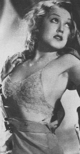 Throughout the film Fay Wray loses most of her clothes, a sort of slow striptease which only heightens the eroticism.